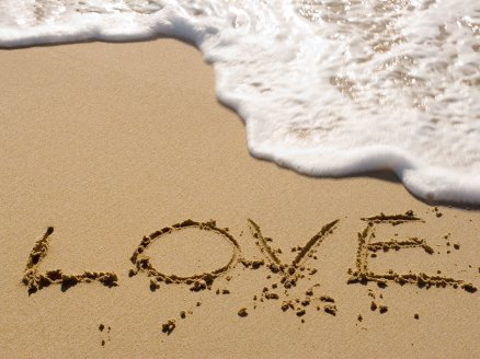 love-writing-in-the-sand
